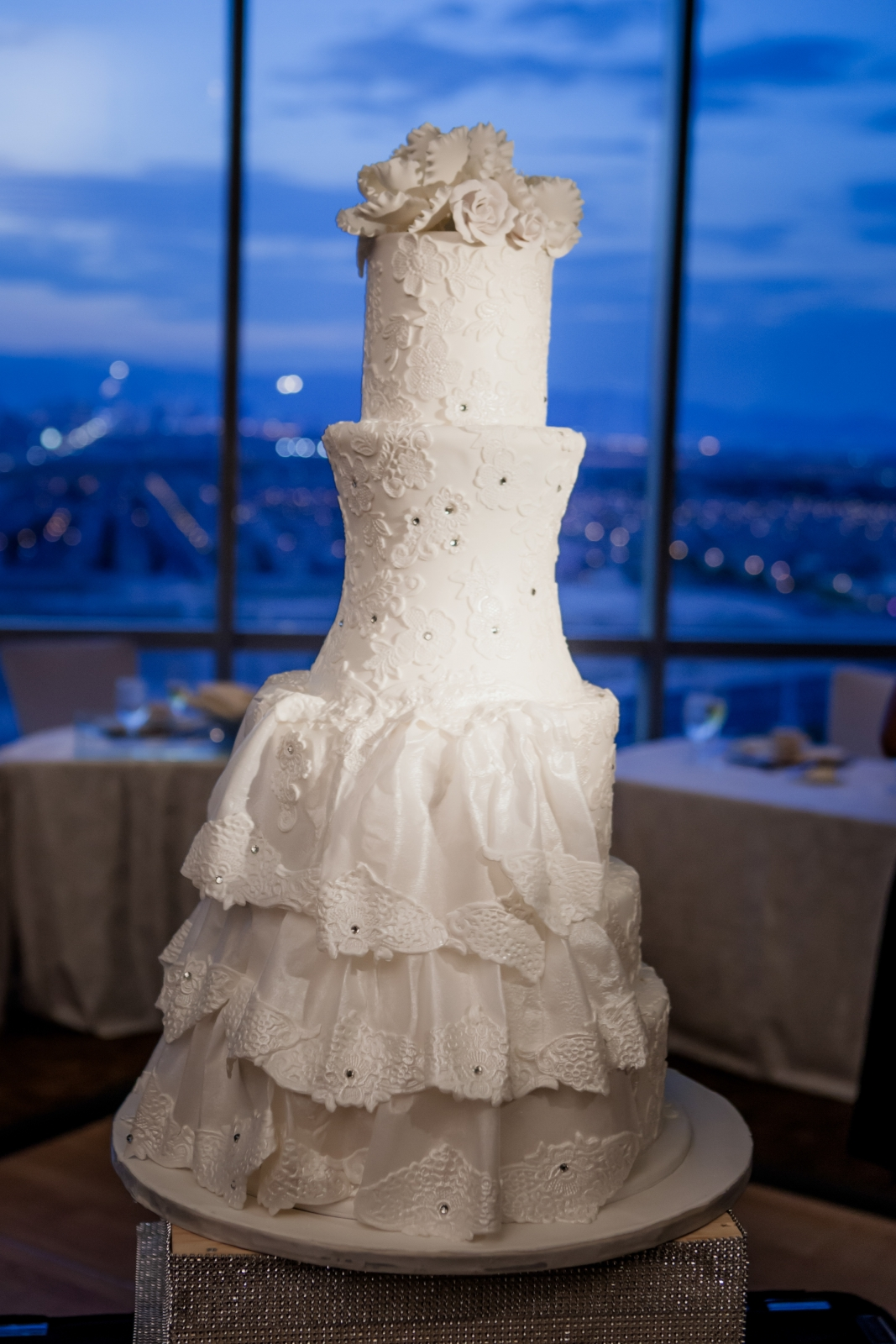 my wedding cake was from woolworths jerri woolworth weddings chicago wedding planner luxury 17689